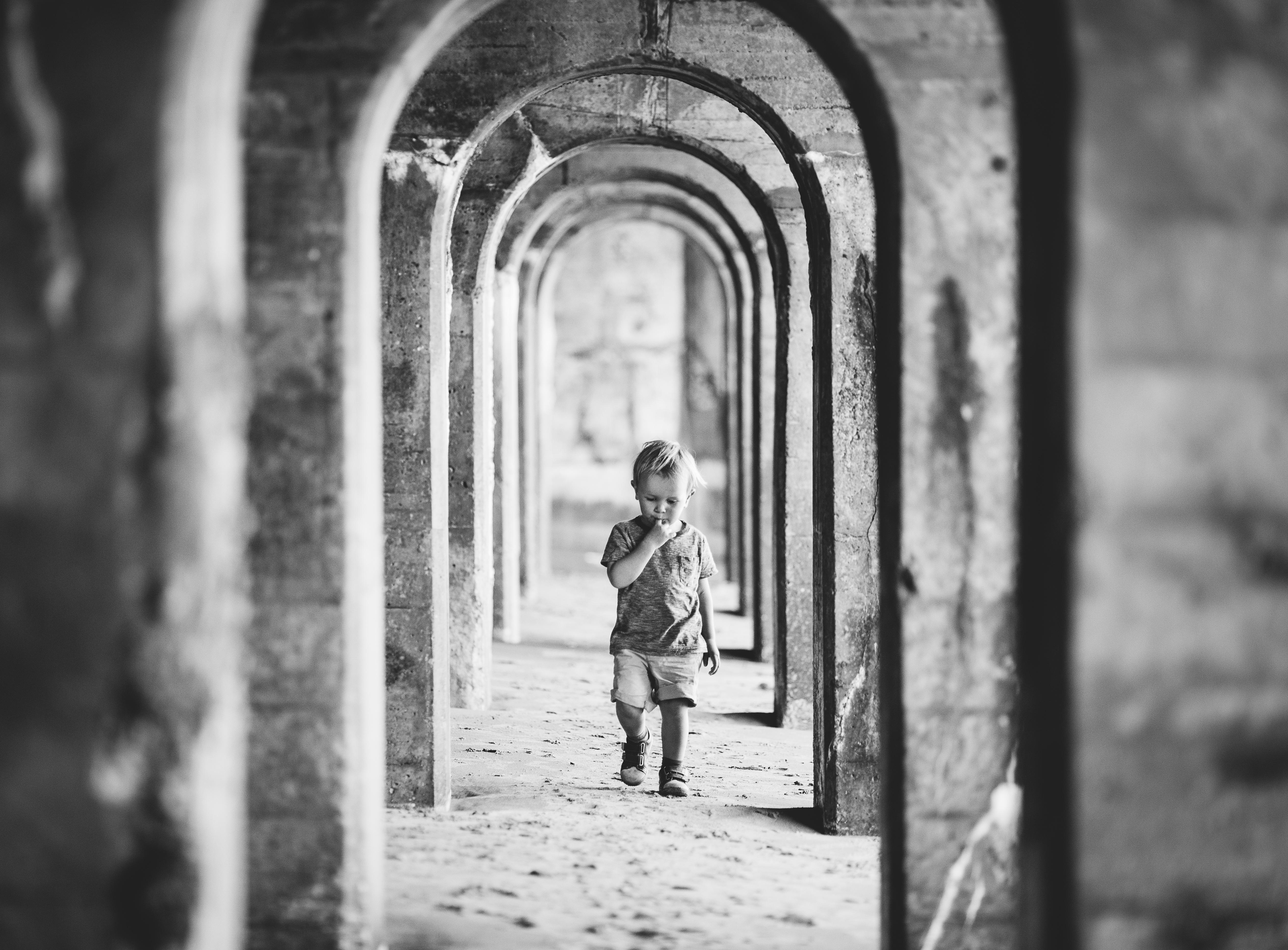 LITTLE BOY IN ARCHES SUNNY SANDS BEACH FOLKESTONE