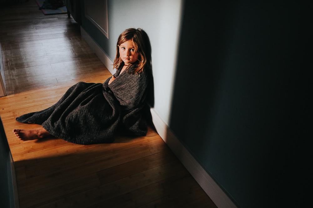GIRL IN BLANKET STRONG SUNLIGHT - KENT FAMILY PHOTOGRAPHER