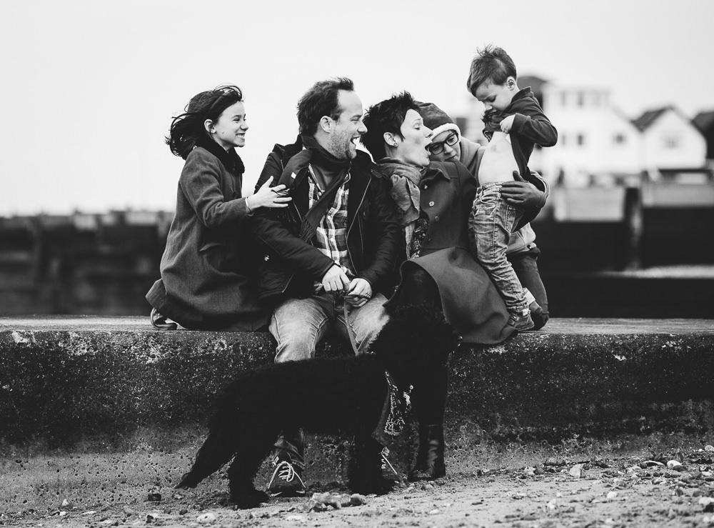 BEACH FAMILY BLACK AND WHITE PORTRAIT PHOTO - KENT FAMILY PHOTOGRAPHER