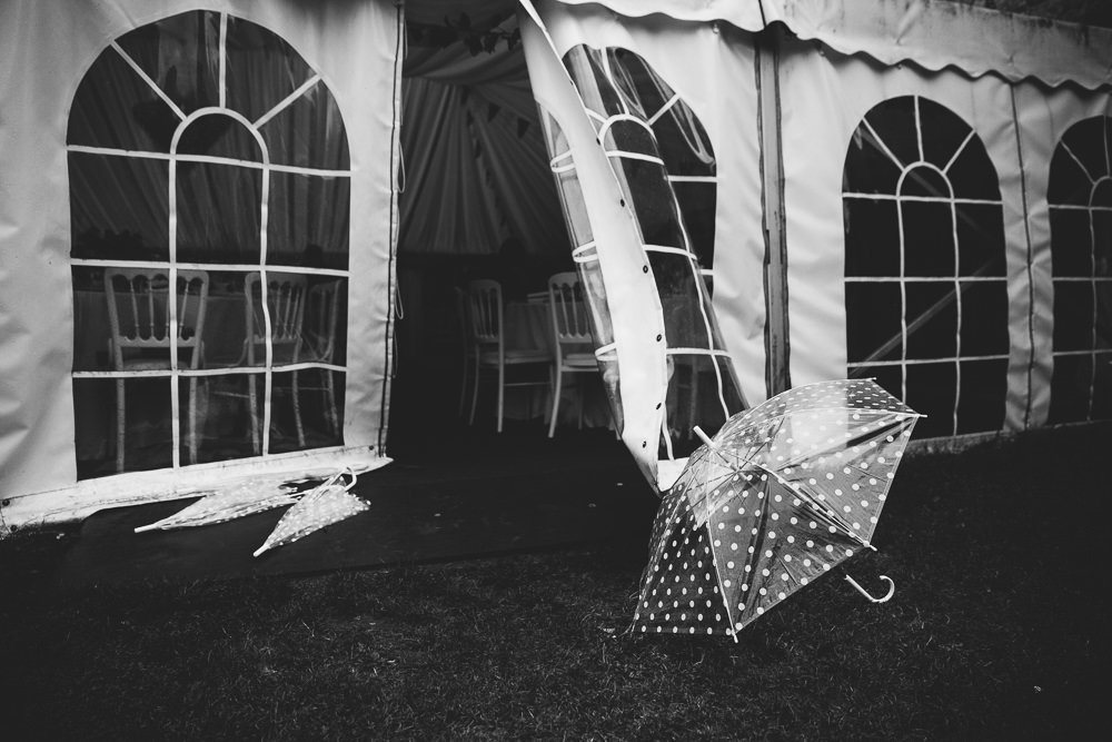 umbrella wet bilsington priory kent wedding photographer