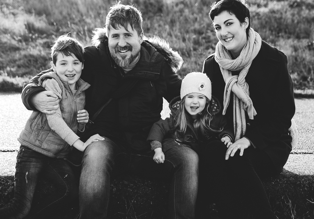 BLACK AND WHITE FAMILY PORTRAIT KENT FAMILY PHOTO SHOOTS