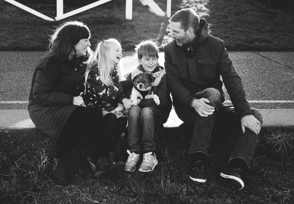 BLACK AND WHITE FAMILY PORTRAIT KENT FAMILY PHOTO SHOOTS