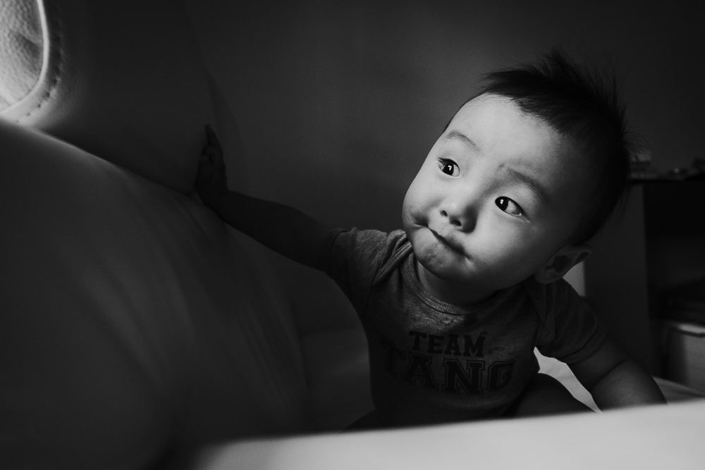 BLACK AND WHITE WINDOW LIGHT INDOOR BABY FAMILY PHOTOGRAPHER KENT AND LONDON ISLINGTON