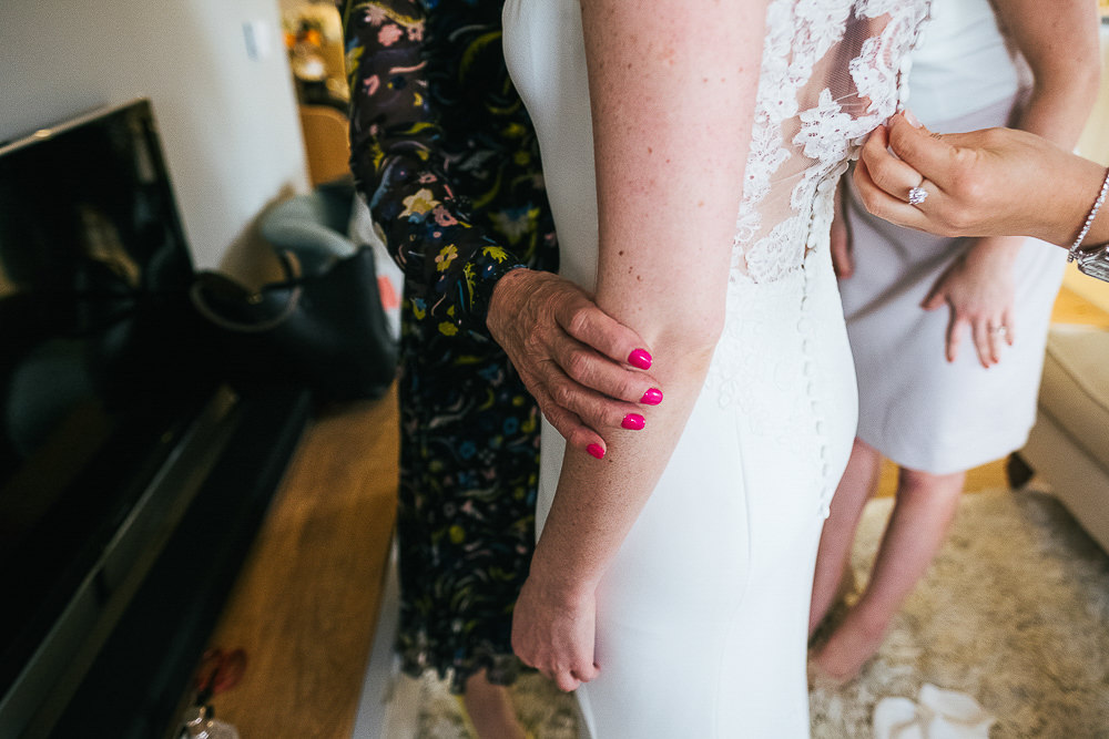 LONDON WEDDING PHOTOGRAPHER CHELSEA BLUEBIRD TOWN HALL PHOTOGRAPHY CLOSE UP HAND ON BRIDE