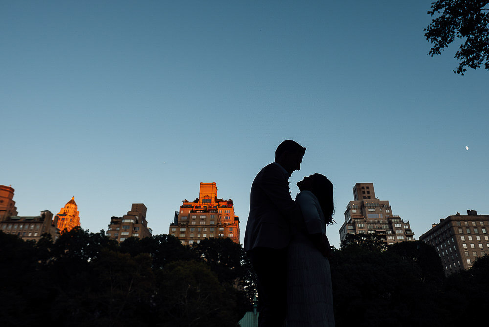 LONDON WEDDING PHOTOGRAPHER NYC NEW YORK WEDDING PHOTOGRAPHY CENTRAL PARK BOAT HOUSE LAKE PORTRAIT SILHOUETTE
