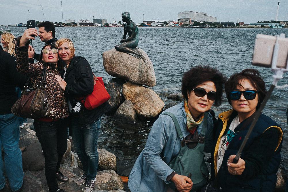 KENT PHOTOGRAPHER COPENHAGEN DENMARK TRAVEL PHOTOGRAPHY LITTLE MERMAID TOURISTS