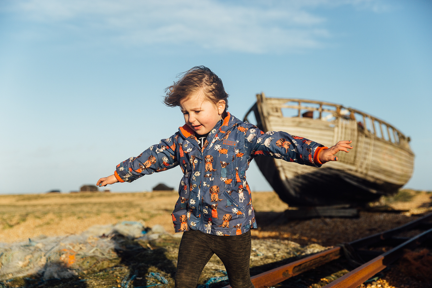 KIDS CHILDREN PLAYING ON DUNGENESS BEACH BOATS PHOTOGRAPHER FAMILY PHOTOGRAPHY