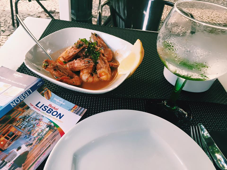 lisbon lisboa portugal travel photography, prawns, guidebook, gin and tonic