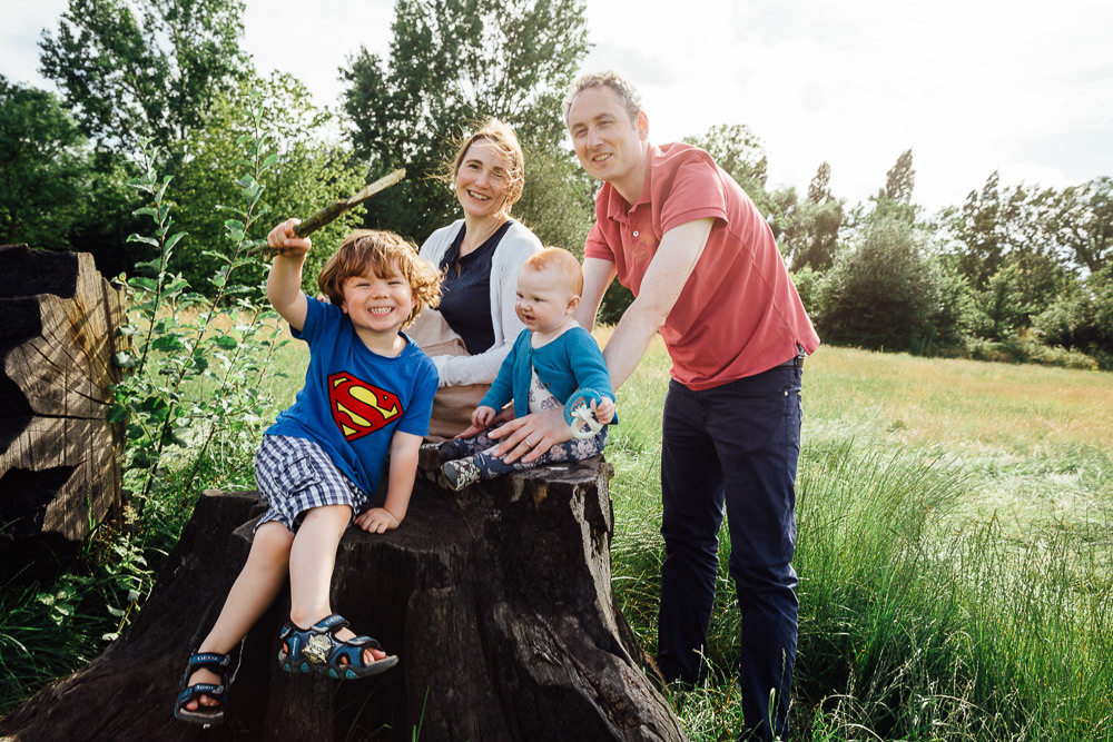 BALHAM LONDON FAMILY PHOTOGRAPHY - YOUNG FAMILY PORTRAIT IN THE PARK
