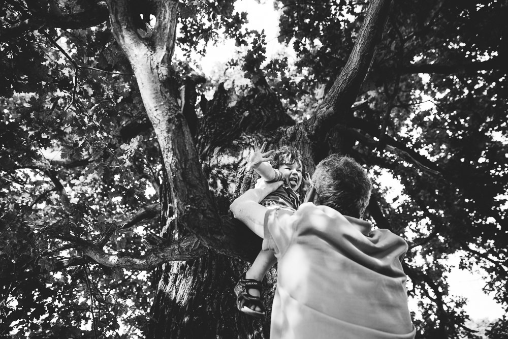BALHAM LONDON FAMILY PHOTOGRAPHY - BOY PORTRAIT IN TREE TOOTING COMMON