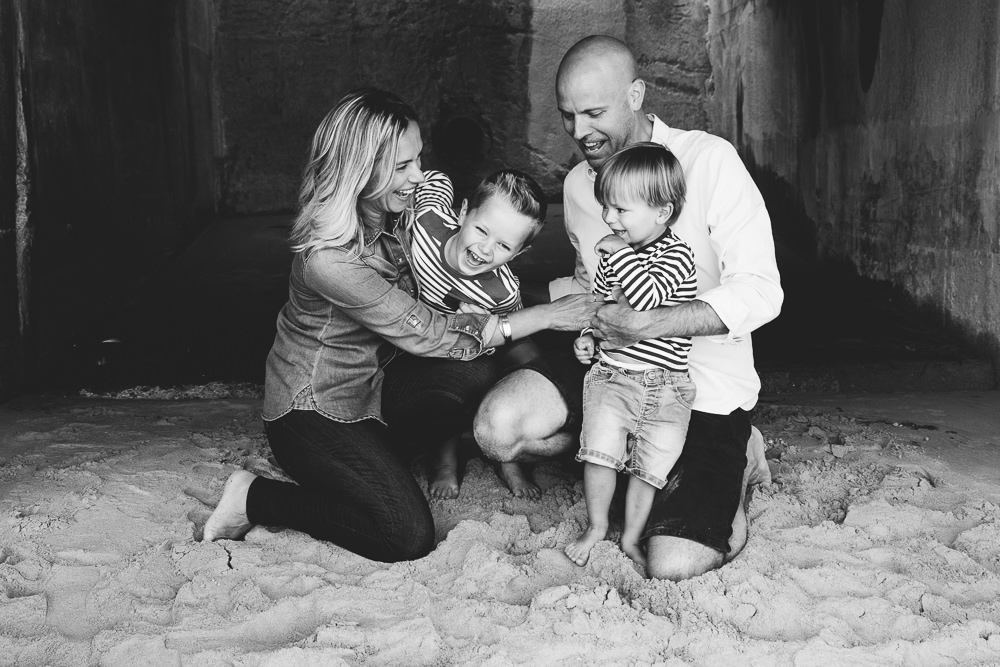 Relaxed and fun family portrait black and white - Family Photographer Kent