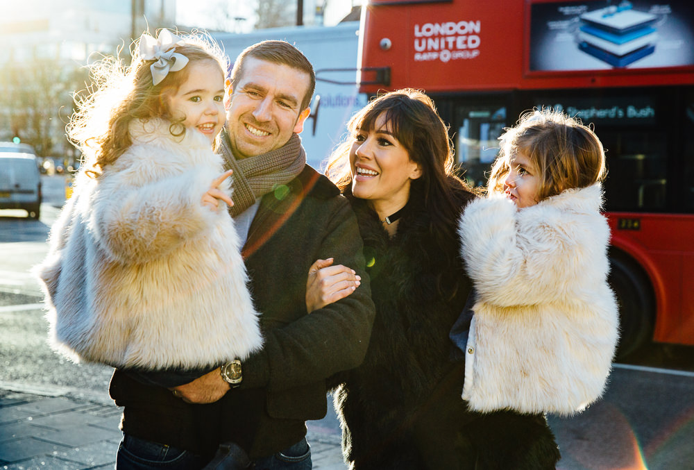 FAMILY ENJOYING DAY OUT IN LONDON - KENT FAMILY PHOTOGRAPHER