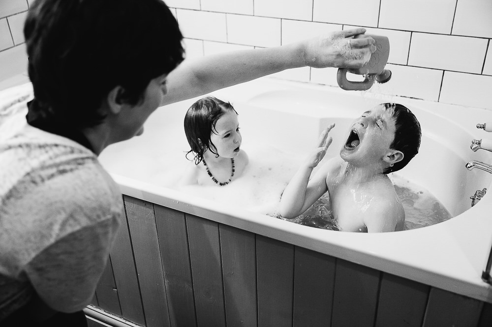 KIDS BATHTIME BLACK AND WHITE DAY IN THE LIFE - KENT FAMILY PHOTOGRAPHER