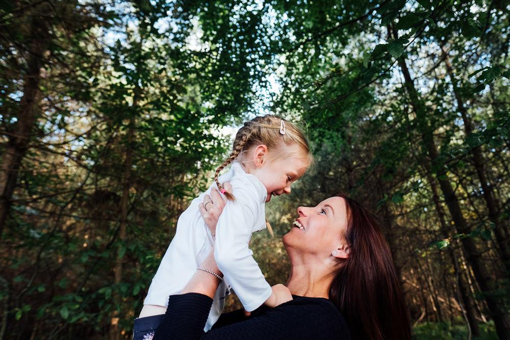 MOTHER AND DAUGHTER WOODLAND FAMILY PHOTOGRAPHER KENT AND LONDON ASHFORD