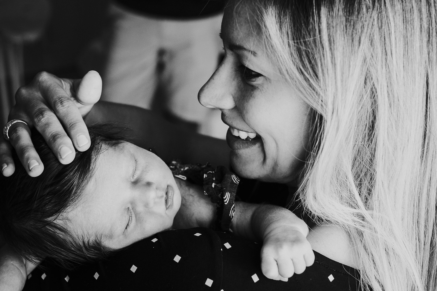 kingston baby photographer black and white close up photo newborn baby on mothers shoulder
