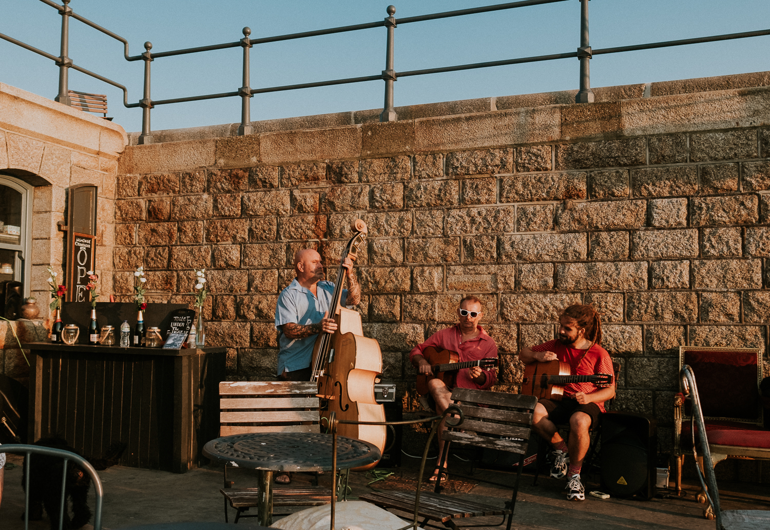 summer family photos in kent band playing at folkestone harbour arm