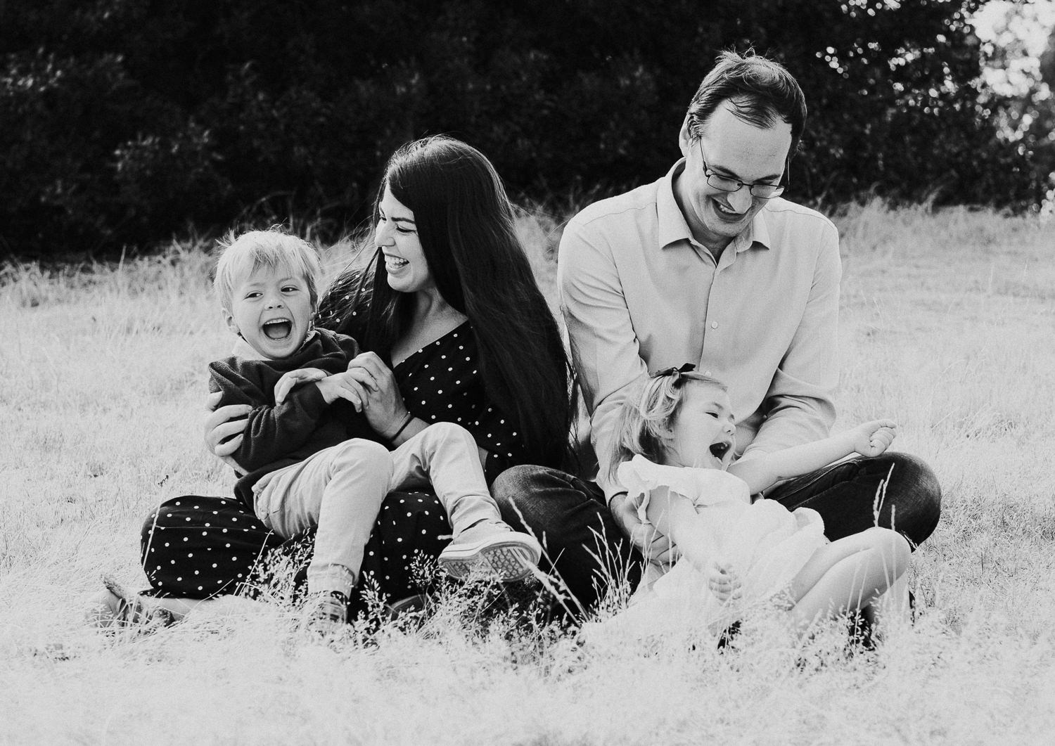 greenwich family photo shoot family portrait black and white