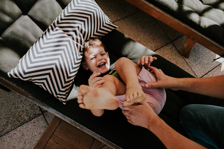 milan family photographer father tickling son