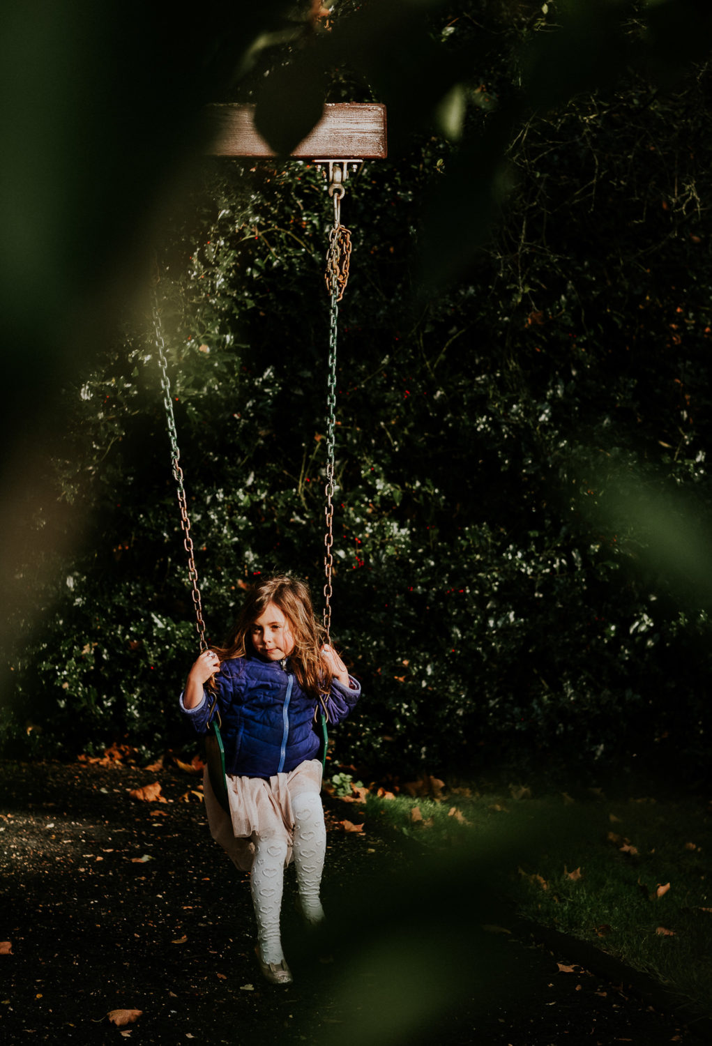 notting hill family photographer young girl on swing
