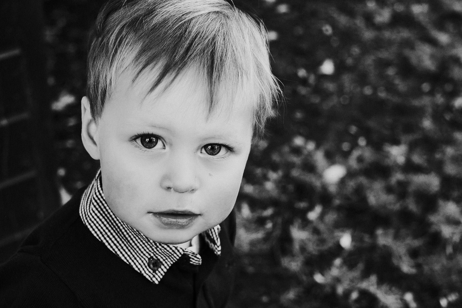 notting hill family photographer black and white close up photo of face of toddler boy
