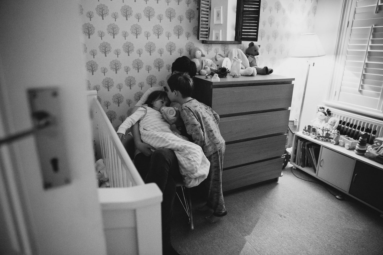 siblings saying goodnight at bedtime with parent day in the life photography