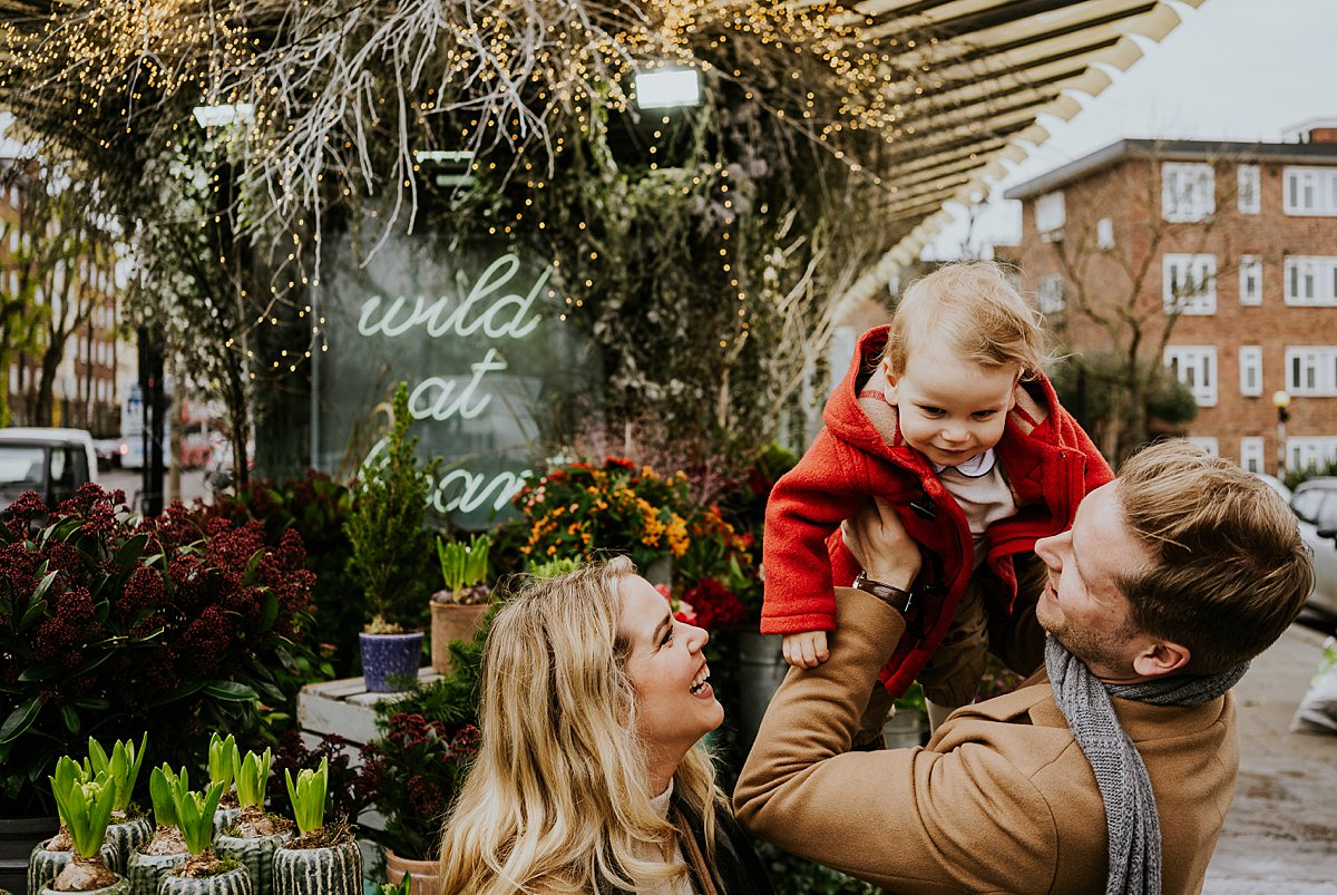 outdoor mini photo shoots in london family portrait at florists