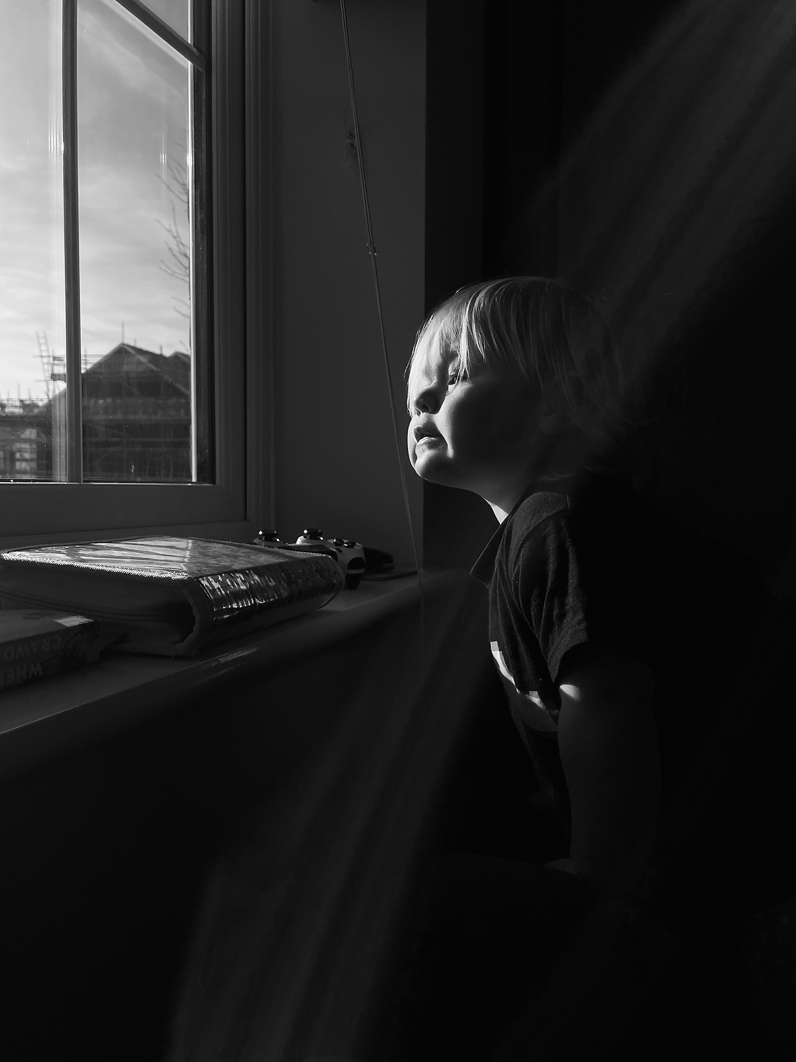 Child looking out of window, black and white - awesome iphone photos of your kids