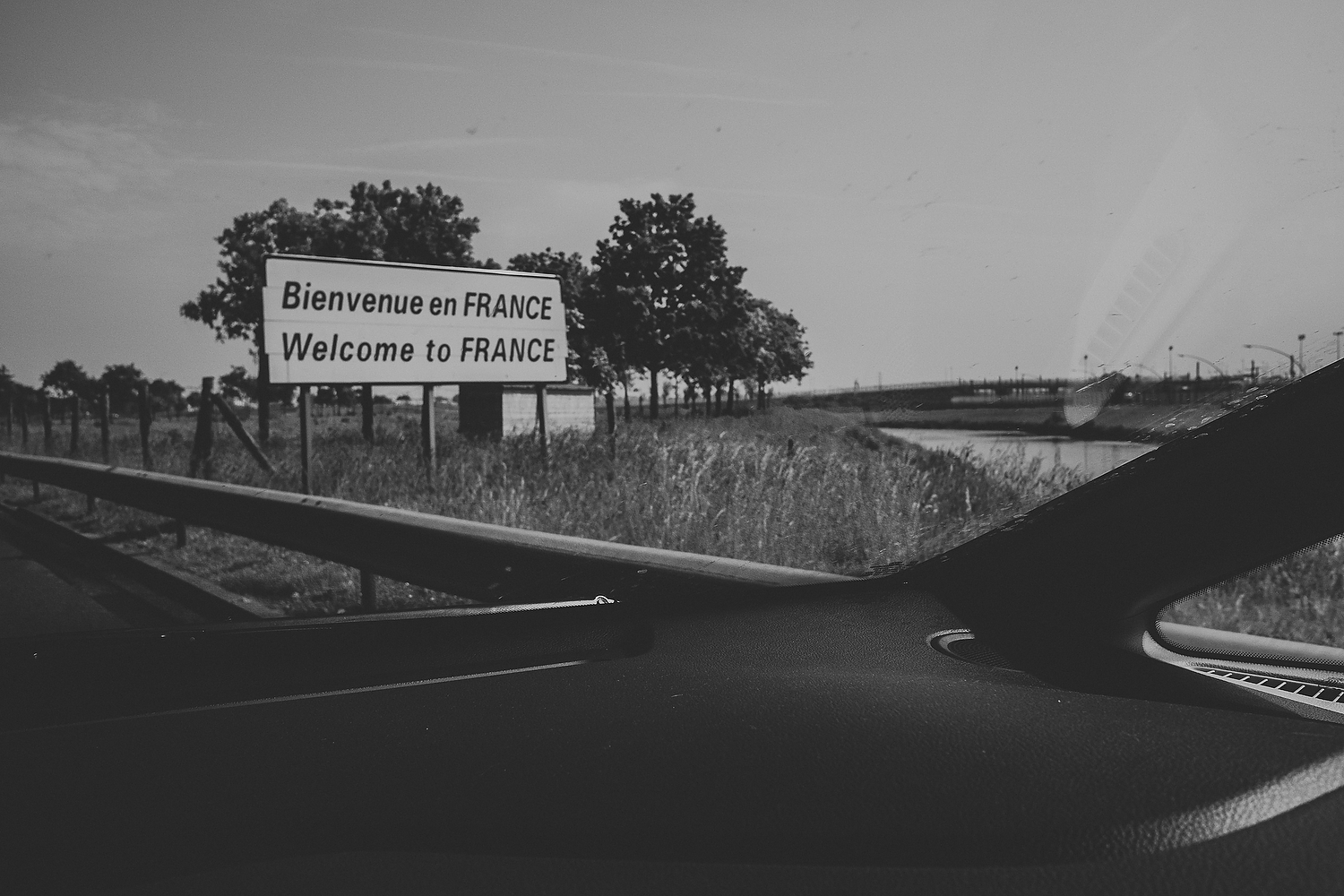 WELCOME TO FRANCE MOTORWAY ROAD SIGN FAMILY PHOTOGRAPHY AT CENTER PARCS FRANCE LAC D'AILETTE