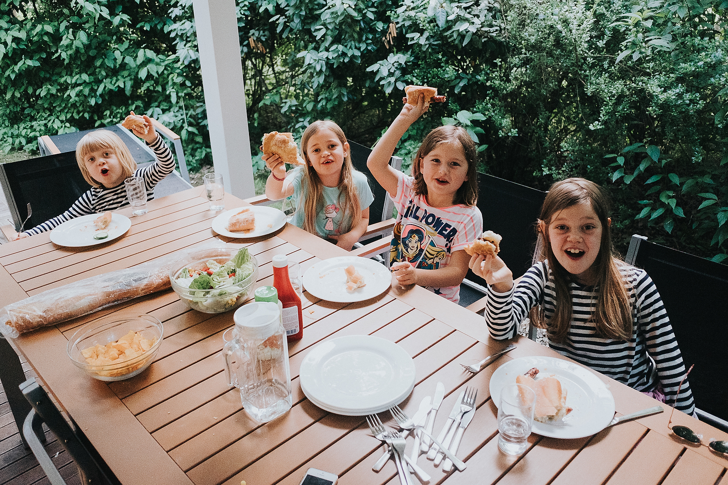 CHILDREN DINING OUTSIDE ON HOLIDAY POSED PHOTO FAMILY PHOTOGRAPHY AT CENTER PARCS FRANCE LAC D'AILETTE