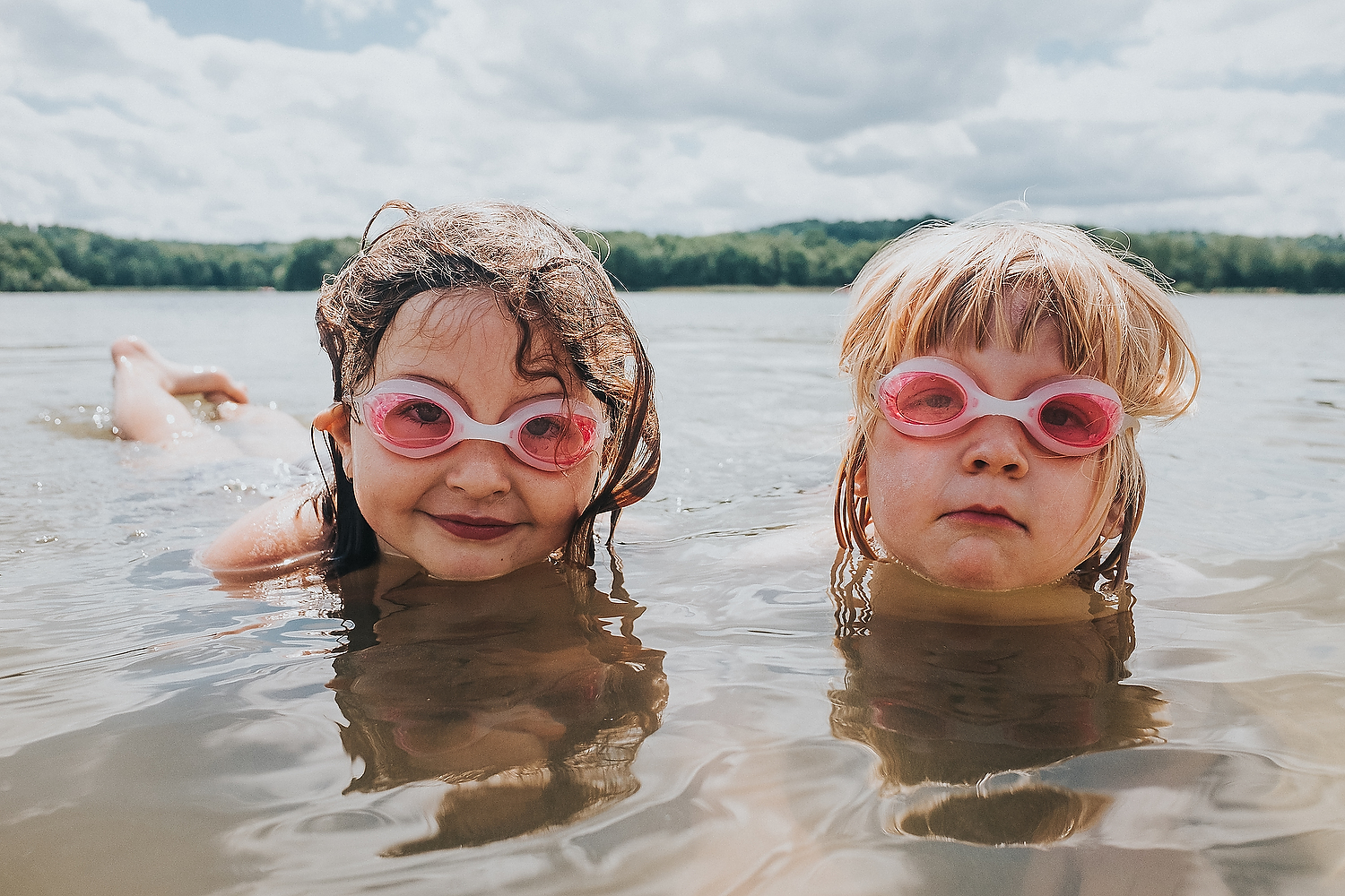 CHILDREN PLAYING AND SWIMMING TOGETHER IN LAKE FAMILY PHOTOGRAPHY AT CENTER PARCS FRANCE LAC D'AILETTE