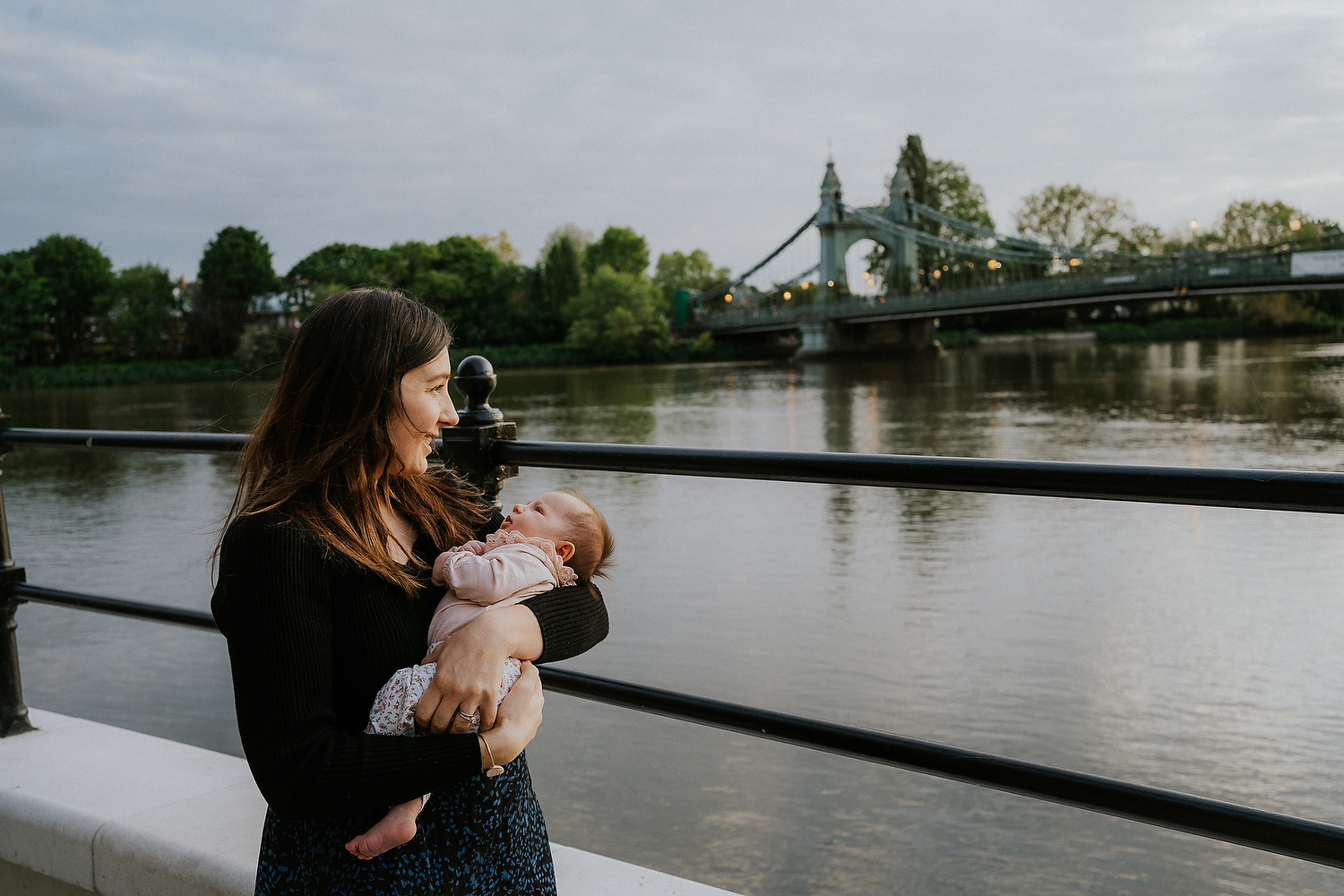 newborn photography in hammersmith mother and baby sunset at bridge