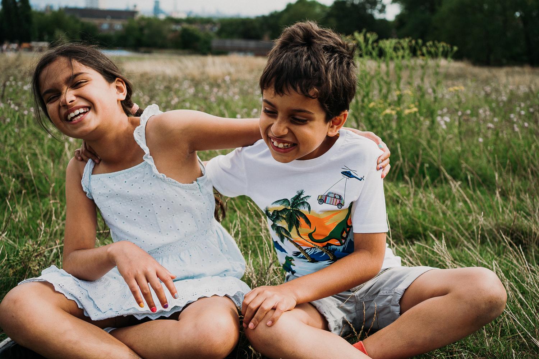 SPRING MINI PHOTO SESSIONS FAMILY ON HAMPSTEAD HEATH